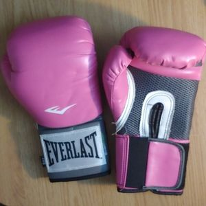 Pair of 8oz Everlast Boxing Gloves Pink